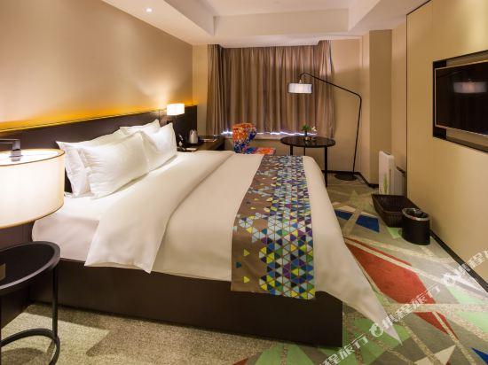 ZMAX潮漫酒店(佛山千燈湖店)(Zmax Hotel (Foshan Qiandeng Lake))Z豪華大床房