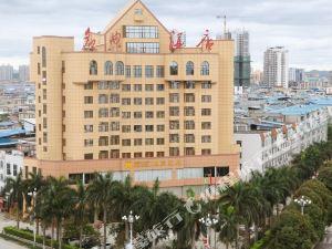 平果名典酒店