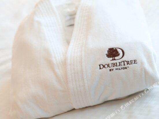新山希爾頓逸林酒店(Doubletree by Hilton Johor Bahru)DoubleTree by Hilton Bathrobe