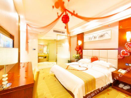 百合酒店(佛山樂從天佑城店)(原畔灣店)(Bai He Hotel (Foshan Lecong Tianyoucheng))豪華套房