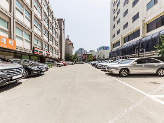 東大門域多利酒店(Victoria Hotel Dongdaemun)停車場