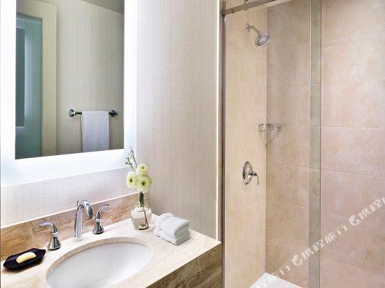 温哥華喜來登華爾中心酒店(Sheraton Vancouver Wall Centre)南塔樓城景客房帶兩張雙人床