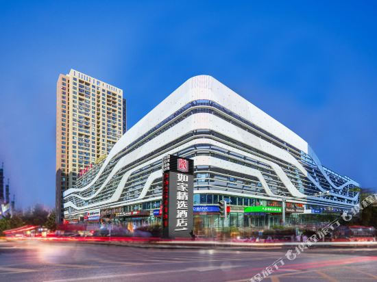 Home Inn Plus (Dalian Development Zone Jinma Road Wanda Plaza)