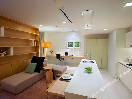 吉隆坡泛太平洋賓樂雅服務公寓(Parkroyal Serviced Suites Kuala Lumpur)Kitchen and Living area