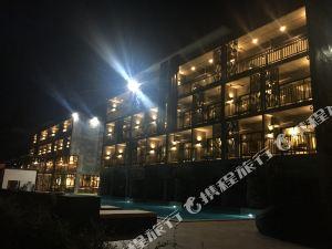 甲米瑪尼特爾海濱酒店(Maneetel Krabi Beachfront)