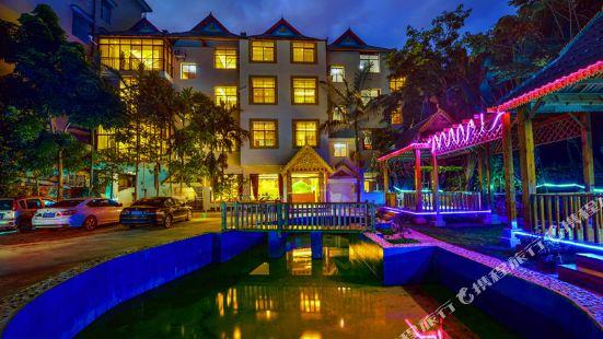 Xishuangbanna Pavilion waterelegant style lnn