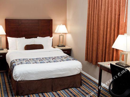 華美達温德姆華市中心酒店(Ramada Vancouver Downtown)豪華大床房