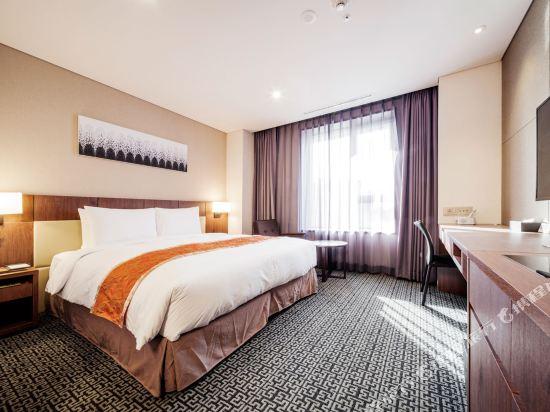 首爾帝馬克豪華酒店明洞(Tmark Grand Hotel Myeongdong)行政樓層豪華大床房