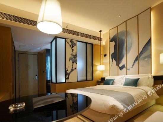 雲和夜泊酒店(上海國際旅遊度假區野生動物園店)(Yun He Ye Bo Hotel (Shanghai International Tourist Resort Wild Animal Park))雅緻大床房