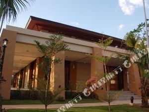 考拉拉弗洛拉度假酒店(La Flora Resort & Spa Khao Lak)