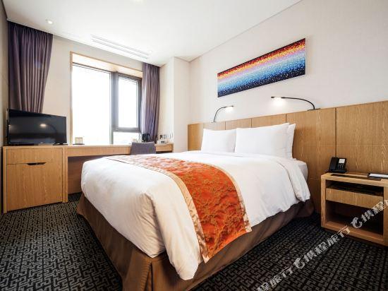 首爾帝馬克豪華酒店明洞(Tmark Grand Hotel Myeongdong)行政樓層大床房