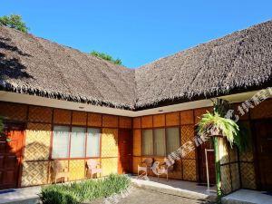 阿爾納邱白沙灘度假村酒店(Alona Kew White Beach Resort)