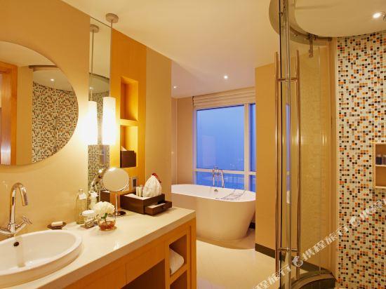 曼谷盛泰瀾中央世界商業中心酒店(Centara Grand at Centralworld)Executive Suite Bathroom