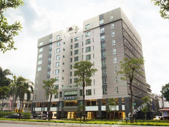 高雄商旅(Urban Hotel 33)外觀