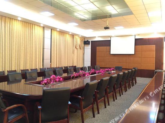 金域酒店(珠海拱北口岸步行街店)(Jin Yu Hotel (Zhuhai Gongbei Port Pedestrian Street))會議室