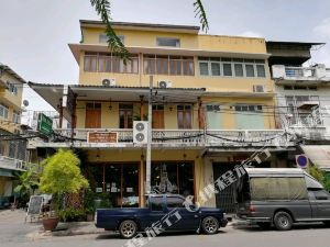 皇家查亭度假村酒店(The Royal ThaTien Village)
