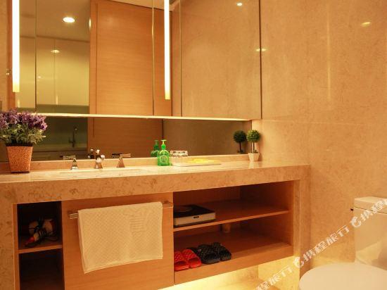 嘻哈商務公寓(廣州琶洲保利世貿店)(Hiphop Business Apartment (Guangzhou Pazhou Baoli Shimao))豪華觀景大床房