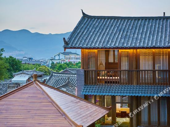 Zhiyun Mansion (Lijiang Mufu)