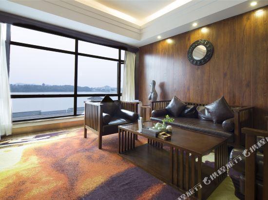 天目湖御湖半島温泉酒店(The Peninsula of Royal Lake Hotels)豪華湖景套房
