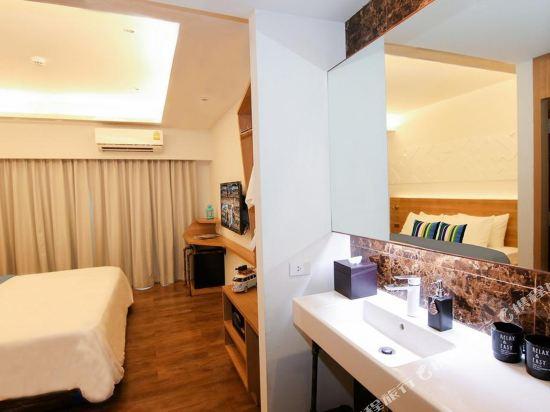 曼谷維拉酒店(Vela Hotel Bangkok)特大床房帶陽台