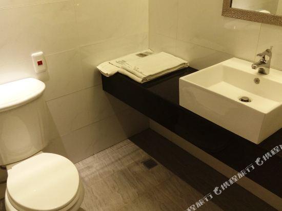 高雄壹品棧酒店(YPJ Hotel)標準三人房
