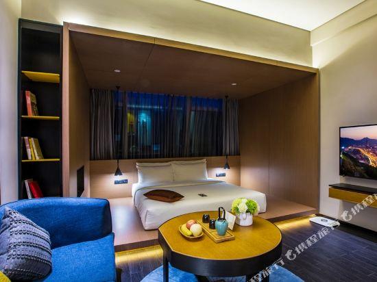 深圳濱河時代亞朵S酒店(Atour S Hotel)幾木大床房