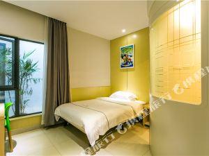 易佰良品酒店(上海迪斯尼浦三路地鐵站店)