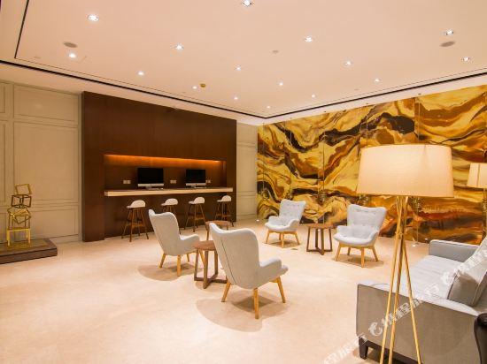 和頤至尊酒店(上海南京西路地鐵站店)(Yitel Premium (Shanghai Jing'an Nanjing West Road))大堂吧