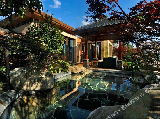 七彩雲南古滇温泉山莊(Pu Wood Hotspring House)彩雲軒單卧温泉別墅