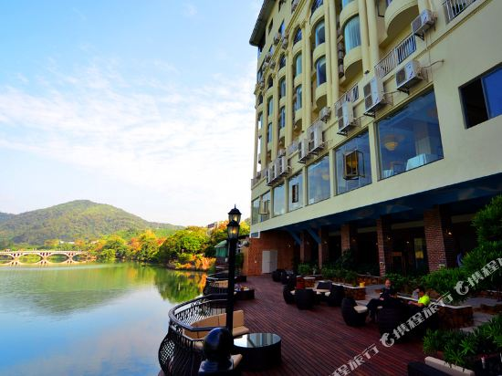 Yihua Riverview Hot Spring Holiday Hotel