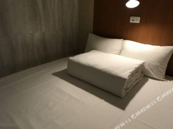 高雄壹品棧酒店(YPJ Hotel)4床宿舍間的1個床位