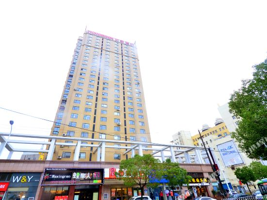 Home Inn (Wuhan Minhang Residential Community Changgang Road Metro Station)
