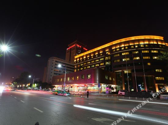 Chang Qing Hotel (Xi'an Fengcheng 5th Road Metro Station)