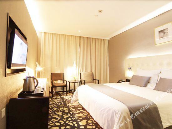 上海中山公園云睿酒店高級大床房