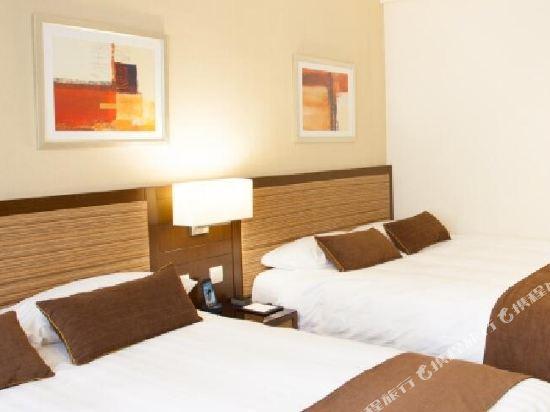 香港九龍維景酒店(Metropark Hotel Kowloon)豪華4人家庭房