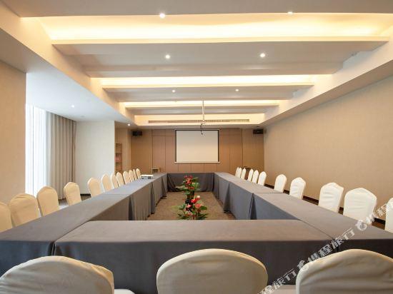 上海智微世紀麗呈酒店(REZEN HOTEL SHANGHAI ZHIWEI CENTURY)會議室