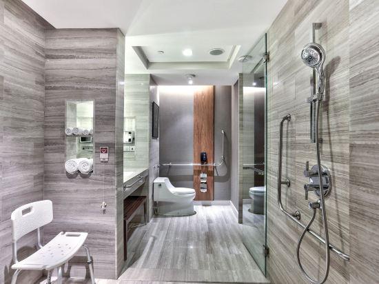 曼谷素坤逸希爾頓酒店(Hilton Sukhumvit Bangkok)豪華房