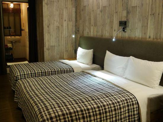 台北德立莊酒店-昆明館(Hotel Papa Whale)雅緻三人房(無窗)