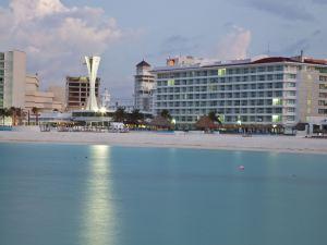 克里斯塔爾坎昆(Krystal Cancun)