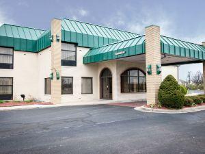 印第安納波利斯品質酒店及套房(Quality Inn and Suites Indianapolis)