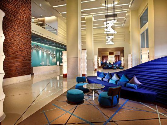 芭堤雅假日酒店(Holiday Inn Pattaya)大堂吧