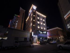 灰色酒店(Hotel Gray)