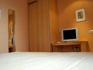 格耶思科廣場旅館(Hostal Goyesco Plaza)
