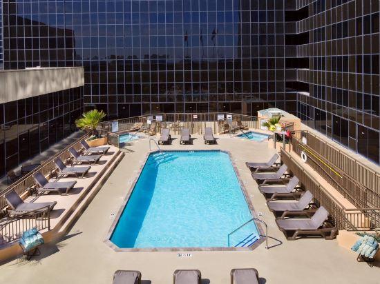 是隆中央酒店(Centre Point Silom)室外游泳池