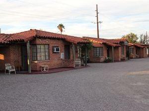 弗朗提爾汽車旅館(Frontier Motel)