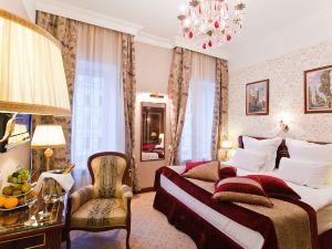 聖彼得堡金三角精品酒店(Golden Triangle Boutique Hotel St. Petersburg)