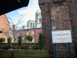 羊獅旅館(Lamb & Lion Inn)
