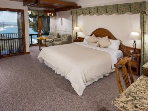 拉吉德角度假酒店(Ragged Point Inn)