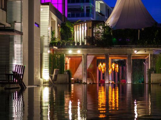 華欣阿爾弗里斯科露天海景度假酒店(Let's Sea Hua Hin Al Fresco Resort)室外游泳池