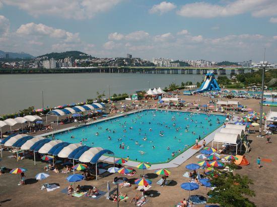 首爾艾美酒店(原,首爾麗思卡爾頓酒店)(Le Meridien Seoul)室外游泳池